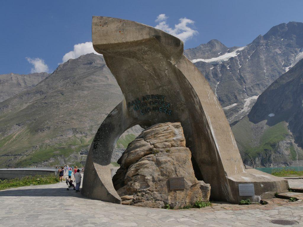 Denkmal der beim Bau gestorbenen Arbeiter an den Hochgebirgsstauseen Kaprun