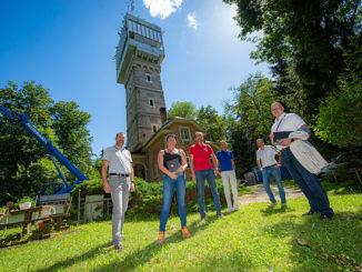 Stadtrat Markus Geiger, Katrin Müller (CCE Ziviltechniker), Kurt Anetzhuber (AVK) und das Team vom Facility-Management geben den Startschuss für die Sanierung der Sternwarte. // Foto: StadtPresse / Bauer