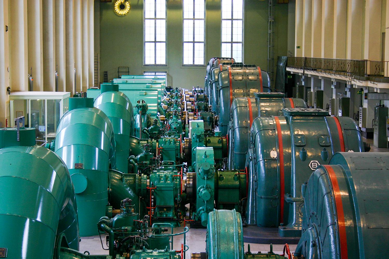 Maschinenhalle des Walchenseekraftwerks. Bild: alpintreff.de / christian schön