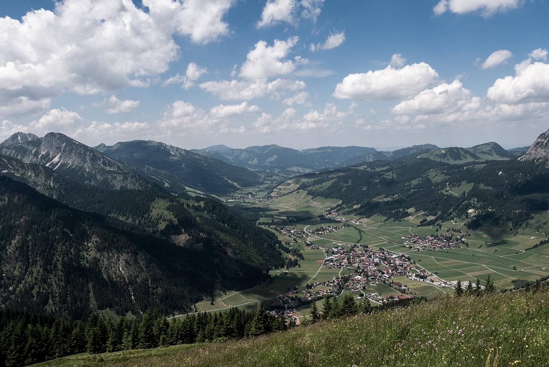 Derzeit ist nix mit schnellem Herbsturlaub zum Beispiel im Tannheimer Tal: Tirol ist Corona Risikogebiet.
