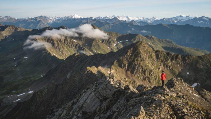 Das Land der Berge zwischen Nationalpark Hohe Tauern und Lienzer Dolomiten bietet unendlich viel Platz zum Durchatmen. // Foto:TVB Osttirol/Thomas Herdieckerhoff